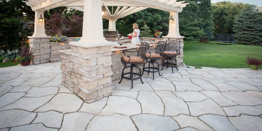 27″ column cap being used for a pergola. Other products used: Grand flagstone and Belvedere wall